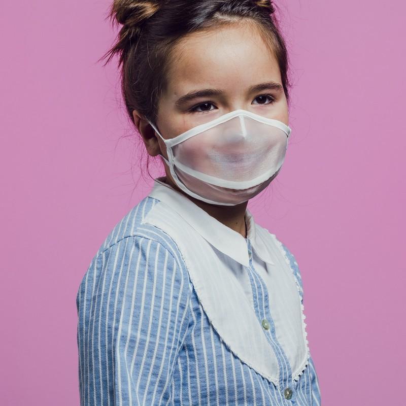 mascarilla blanca semitransparente para niños